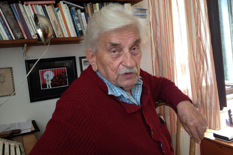 Spisovatel Ludvík Vaculík prý píše na stroji a rukopisy posílá zásadně poštou
