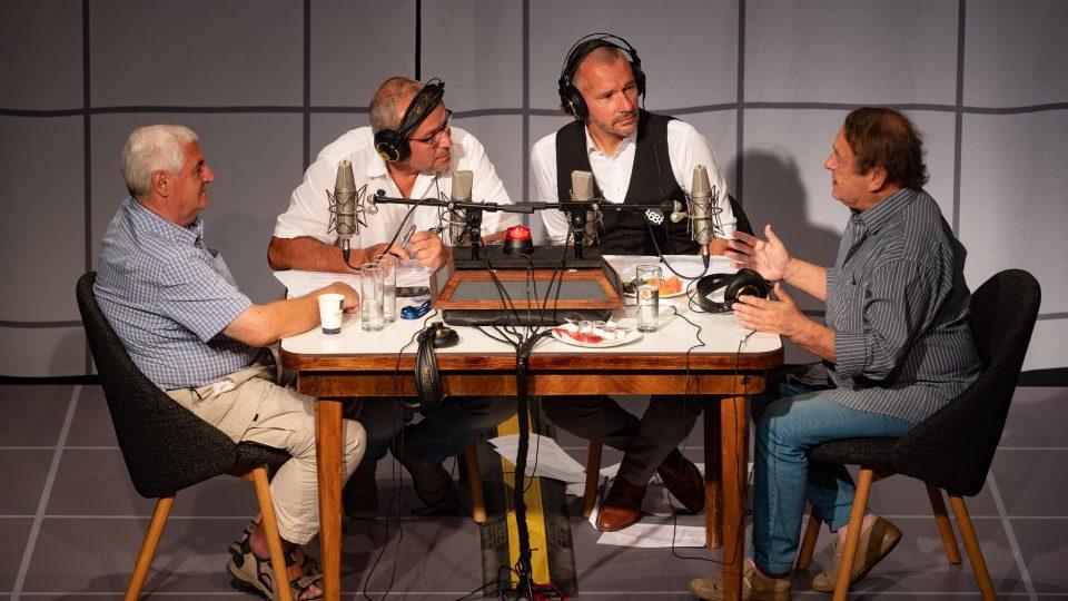 Studio 68. Mistr zvuku Českého rozhlasu Zdeněk Tichý a rusista a redaktor Českého rozhlasu Libor Dvořák