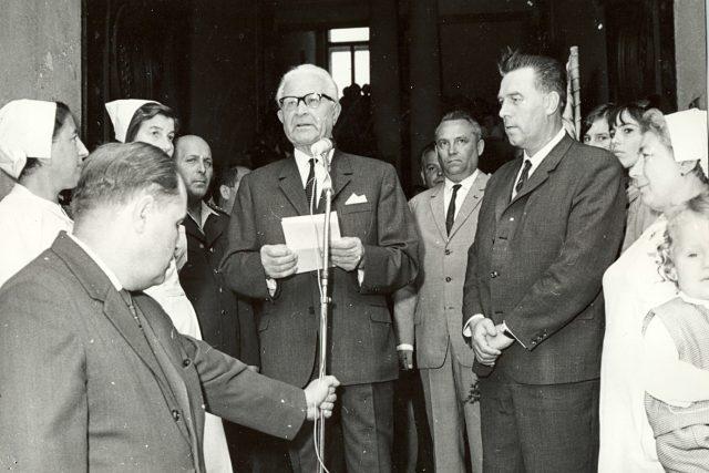 Prezident Ludvík Svoboda při návštěvě severozápadních Čech 30. června 1968. Projev před radnicí v Lounech | foto:  Státní okresní archiv Louny